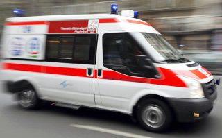 mentő (mentő, sárga mentőautó, )