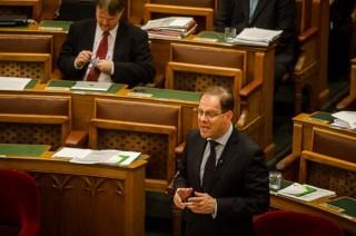 Navracsics Tibor, Parlament (Parlament)