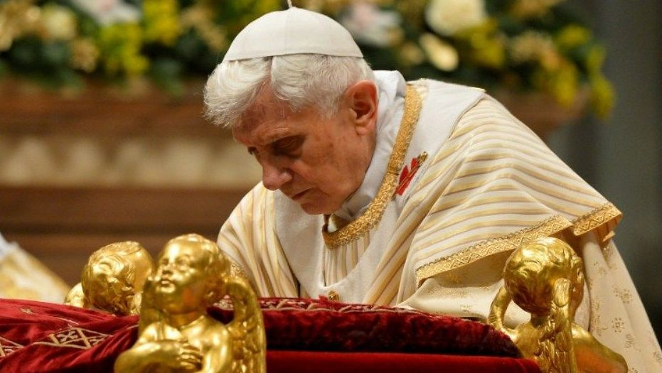 pápa karácsony éjféli mise (xvi. benedek pápa, )
