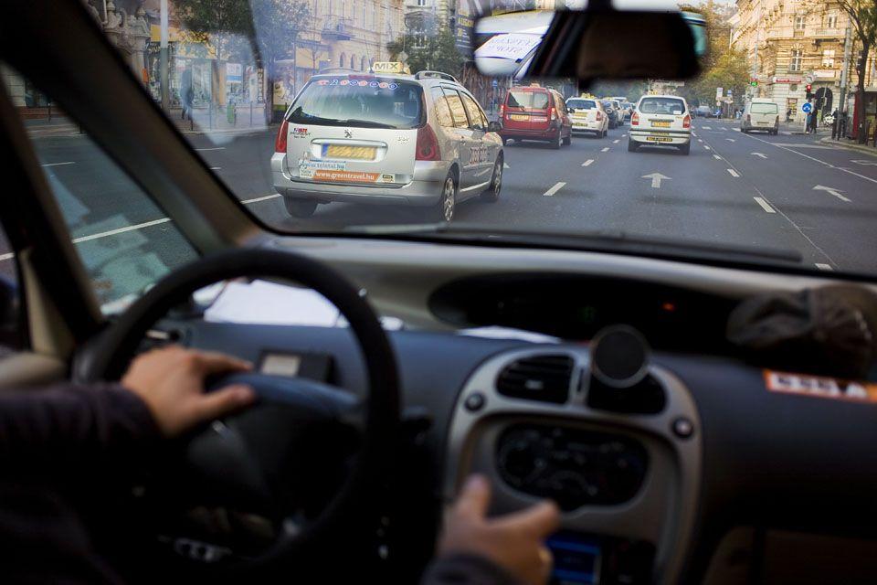 Taxi sofőr gépjárművezető oktató (Taxi, Sofőr, Vezető, Tanuló,)