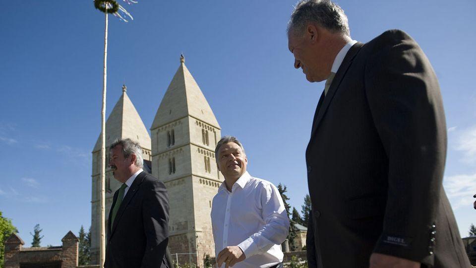 orbán viktor a jáki templomnál (orbán viktor, jáki templom)
