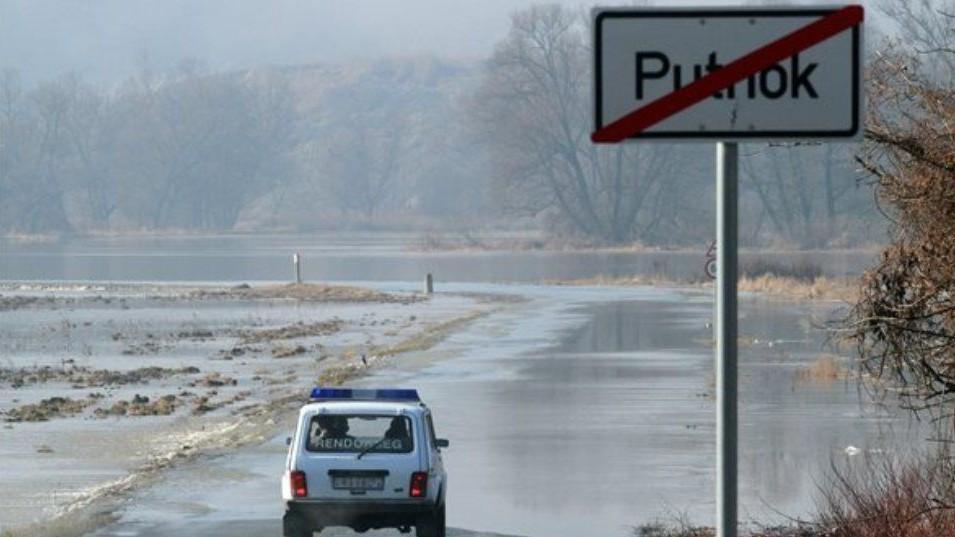 árvíz miatti útlezárás borsodban (árvíz, útlezárás, )