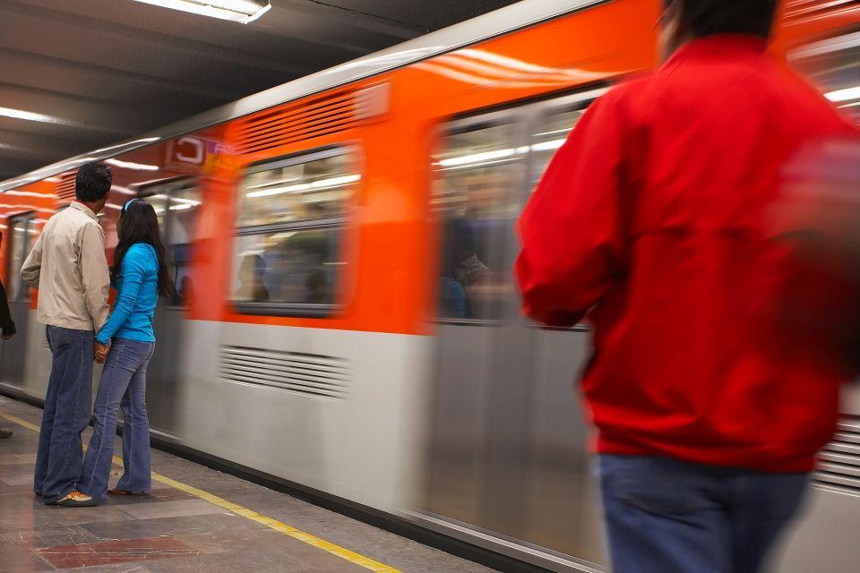 metró (földalatti, )