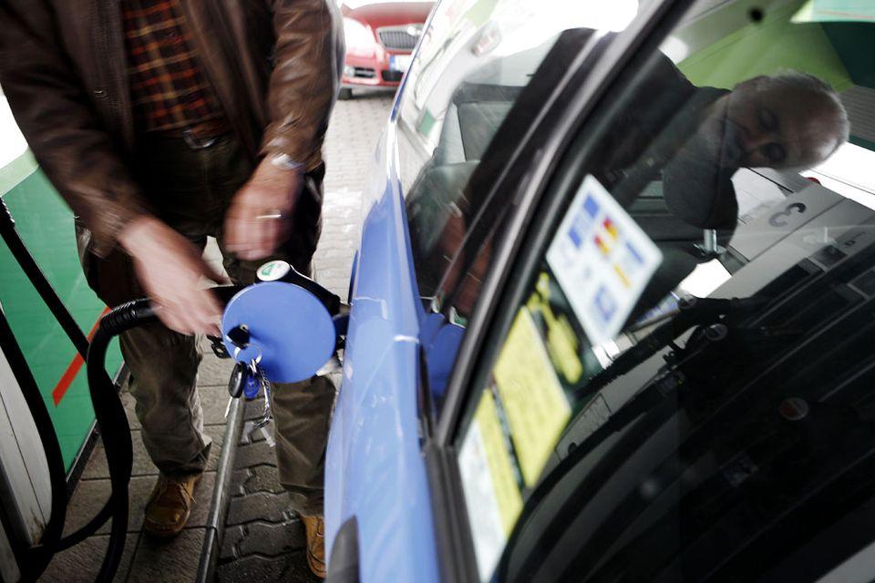 tankolás (benzin, üzemanyag, )