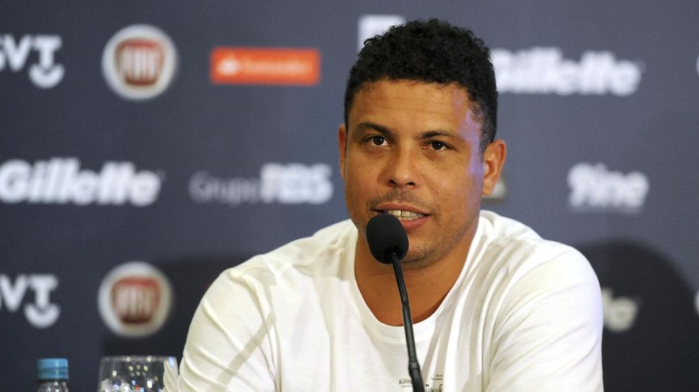 PORTO ALEGRE, BRAZIL - DECEMBER 19: Former player Ronaldo Nazario talks during a press conference as part of the Game Against Poverty at Sheraton Hotel on December 19, 2012 in Porto Alegre, Brazil. (Photo by Edu Andrade/LatinContent/Getty Images)