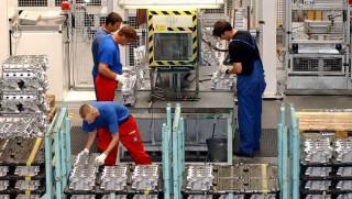 gyár dolgozói (gyár dolgozói, fémipar, bmw gyár, munkaerő)