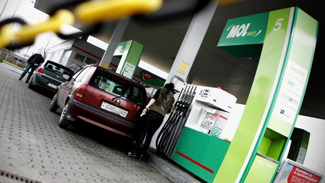 mol benzinkút (Array)