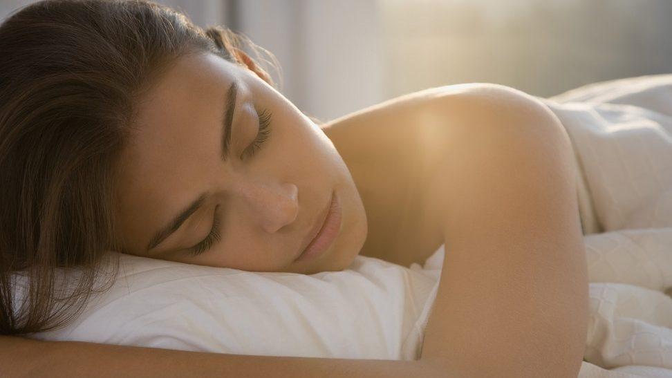 Alvó nő (Array)