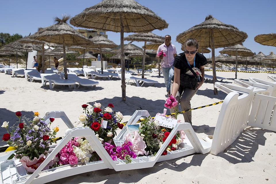 az európai nő figyelmeztetésre törekszik tunéziai emberre