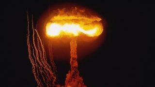 Atomrobbanás (Array)