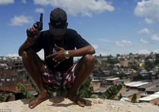 favela (Array)
