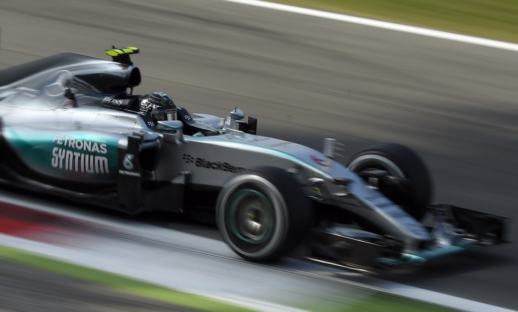 Mercedes AMG Petronas F1 Team's British driver Lewis Hamilton drives during the first practice session at the Autodromo Nazionale circuit in Monza on September 4, 2015 ahead of the Italian Formula One Grand Prix. AFP PHOTO / OLIVIER MORIN