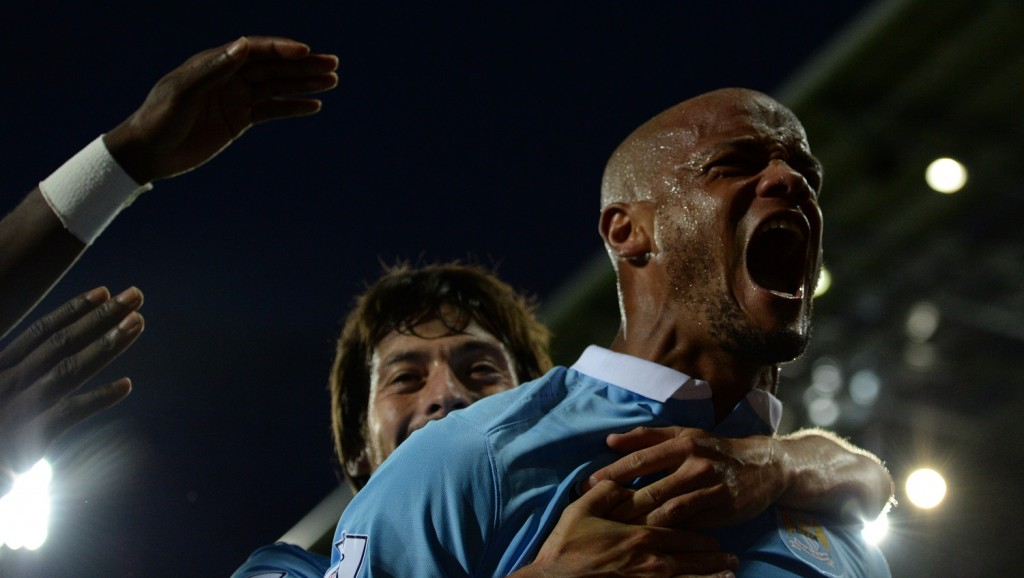 Manchester City's Belgian defender Vincent Kompany (R) celebrates with Manchester City's Spanish midfielder David Silva after scoring City's third goal during the English Premier League football match between West Bromwich Albion and Manchester City at The Hawthorns in West Bromwich, central England, on August 10, 2015. AFP PHOTO / OLI SCARFF RESTRICTED TO EDITORIAL USE. No use with unauthorized audio, video, data, fixture lists, club/league logos or 'live' services. Online in-match use limited to 75 images, no video emulation. No use in betting, games or single club/league/player publications.