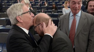 """European Commission's President Jean-Claude Juncker (L) kisses the forehead of President of the European Parliament Martin Schulz, before his State of the Union address to the European Parliament in Strasbourg, eastern France, on September 9, 2015. Juncker urged European Union (EU) states on September 9 to take """"bold"""" action, as he unveiled a major plan for dealing with Europe's worst refugee crisis since World War II. """"Now is not the time to take fright, it is time for bold determined action for the European Union,"""" Juncker said. AFP PHOTO / FREDERICK FLORIN"""