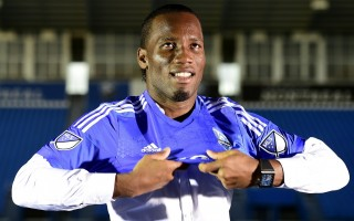 Ivorian striker Didier Drogba poses with jersey of Montreal after a press conference on July 30, 2015 in Montreal. Former Chelsea star Didier Drogba joined Major League Soccer's Montreal Impact on July 27, 2015, the Ivory Coast striker signing with the Canadian club after a rights transfer from the Chicago Fire. AFP PHOTO/FRANCK FIFE