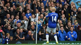 Everton's Scottish striker Steven Naismith celebrates in front of the Everton fans after scoring his first goal during the English Premier League football match between Everton and Chelsea at Goodison Park in Liverpool on September 12, 2015. AFP PHOTO / PAUL ELLIS  RESTRICTED TO EDITORIAL USE. No use with unauthorized audio, video, data, fixture lists, club/league logos or 'live' services. Online in-match use limited to 75 images, no video emulation. No use in betting, games or single club/league/player publications.