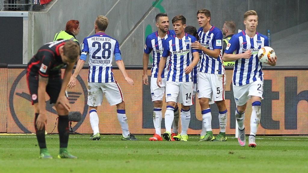 Hertha's players celebrate during the German first division Bundesliga football match Eintracht Frankfurt vs Hertha BSC Berlin in Frankfurt am Main, central Germany, on September 27, 2015. AFP PHOTO / DANIEL ROLAND  RESTRICTIONS: DURING MATCH TIME: DFL RULES TO LIMIT THE ONLINE USAGE TO 15 PICTURES PER MATCH AND FORBID IMAGE SEQUENCES TO SIMULATE VIDEO.  == RESTRICTED TO EDITORIAL USE == FOR FURTHER QUERIES PLEASE CONTACT DFL DIRECTLY AT + 49 69 650050.