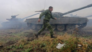 TOPSHOTS Pro-Russian separatists take part in a military competition between tank units near the town of Torez in the Donetsk region on September 14, 2015. EU member states formally approved on September 14 a six-month extension of sanctions against Ukrainian and Russian figures accused of backing pro-Moscow rebels fighting to break away from Kiev. AFP PHOTO / ALEKSEY FILIPPOV