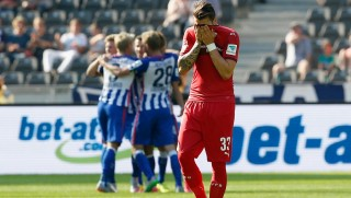 xxx (L) of Berlin is challenged by yyy of Stuttgart during the Bundesliga match between Hertha BSC and Vfb Stuttgart at Olympiastadion on September 12, 2015 in Berlin, Germany.