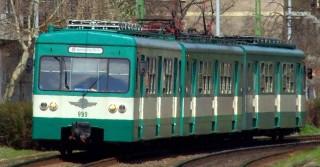 Budapest, 2013. április 15.A múlt század hatvanas-hetvenes éveiben épült lakótömbök mellett halad el a BKK-BKV H5-ös (szentendrei) HÉV-vonalán közlekedő szerelvény.MTVA/Bizományosi: Jászai Csaba ***************************Kedves Felhasználó!Az Ön által most kiválasztott fénykép nem képezi az MTI fotókiadásának, valamint az MTVA fotóarchívumának szerves részét. A kép tartalmáért és a szövegért a fotó készítője vállalja a felelősséget.