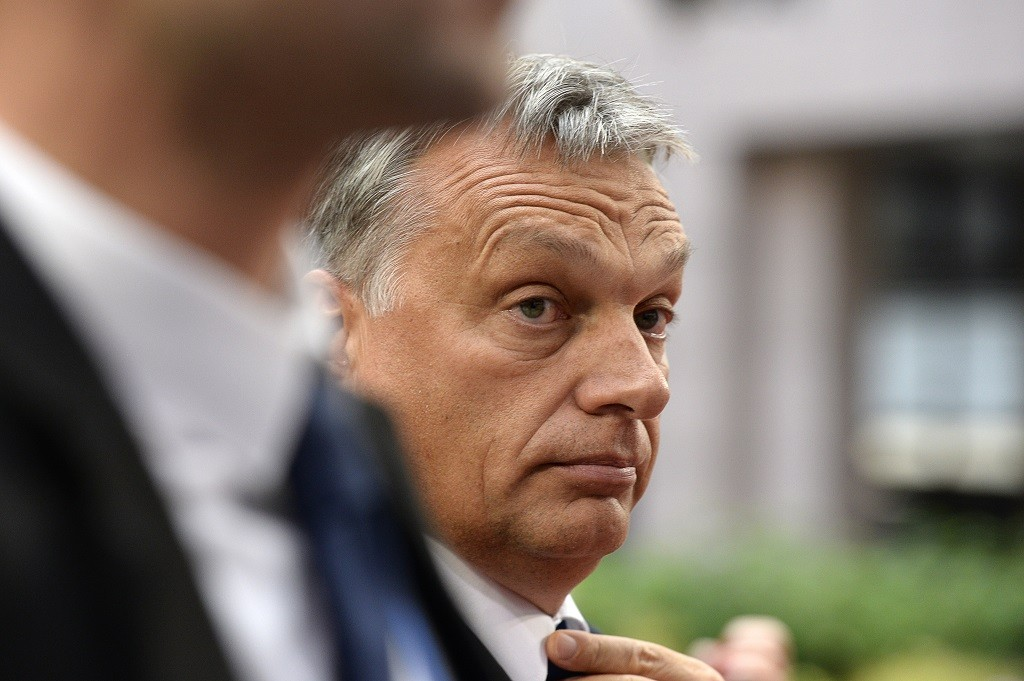 Hungary's Prime minister Viktor Orban (C) arrives to attend an European Union (EU) emergency summit on the migration crisis with a focus on strengthening external borders, at the EU Headquarters in Brussels, on September 23, 2015, a day after interior ministers agreed a deal on refugee relocation quotas.  AFP PHOTO / THIERRY CHARLIER