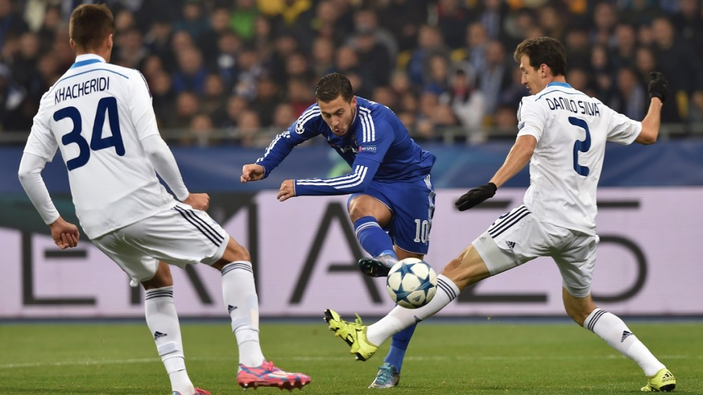 Chelsea's Belgian midfielder Eden Hazard strikes during the UEFA Champions League football match Dynamo Kiev vs Chelsea, on October 20, 2015 at the Olympic stadium in Kiev.  AFP PHOTO / SERGEI SUPINSKY