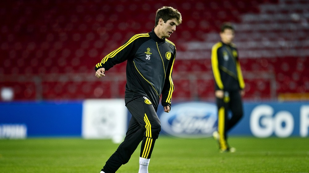 Chelsea's Lucas Piazon plays the ball during a training session on the eve of the UEFA Champions League Group E football match against Nordsjaelland on October 1, 2012 in Copenhagen.  AFP PHOTO / TORKIL ADSERSEN +++ DENMARK OUT