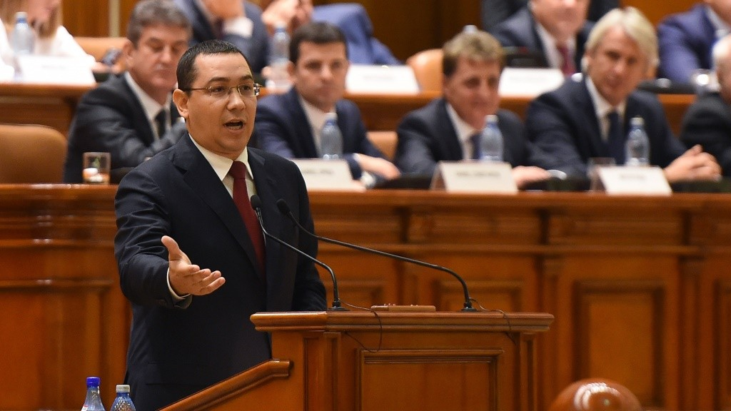 Romanian Prime Minister Victor Ponta delivers a speech at the Romanian Parliament in Bucharest September 29, 2015. Romania's parliament is to debate a no-confidence motion on the centre-left government of Victor Ponta. The motion initiated by the opposition National Liberal Party, PNL, slams Ponta for refusing to resign after he was indicted and faces trial on corruption-related charges.     AFP PHOTO / DANIEL MIHAILESCU