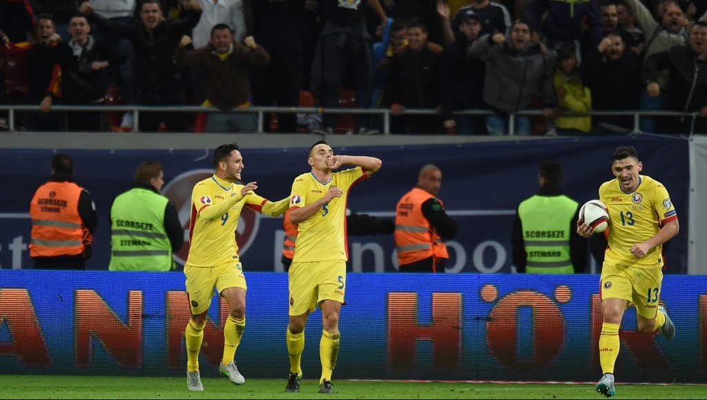 Ovidiu Hoban (C) of Romania celebrates after scoring the Euro 2016 Group F qualifying football match between Romania and Finland at the National Arena in Bucharest, Romania on October 8, 2015. AFP PHOTO / DANIEL MIHAILESCU