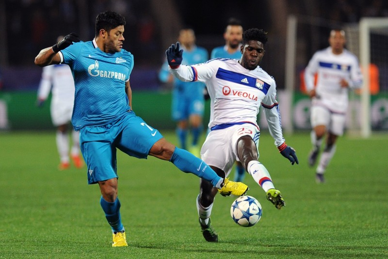 Zenit's Brazilian forward Hulk (L) vies for the ball with Lyon's French defender Samuel Umtiti during the UEFA Champions League group H football match between FC Zenit and Olympique Lyonnais at the Petrovsky stadium in St. Petersburg on October 20, 2015. AFP PHOTO / OLGA MALTSEVA