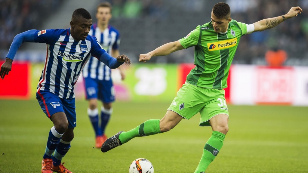Hertha's forward from Ivory Coast Salomon Kalou and Moenchengladbach's Swiss midfielder Granit Xhaka vie for the ball during the German first division Bundesliga football match Hertha BSC Berlin vs Borussia Moenchengladbach at the Olympic Stadium in Berlin, on October 31, 2015.     AFP PHOTO / ODD ANDERSEN  RESTRICTIONS: DURING MATCH TIME: DFL RULES TO LIMIT THE ONLINE USAGE TO 15 PICTURES PER MATCH AND FORBID THE IMAGE SEQUENCES TO SIMULATE VIDEO. == RESTRICTED TO EDITORIAL USE ==  FOR FURTHER QUERIES PLEASE CONTACT DFL DIRECTLY AT + 49 69 650050
