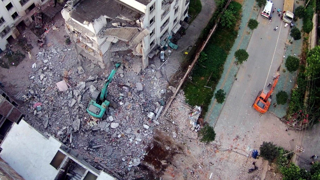 A damaged building is seen a day after a series of blasts in Liucheng county in Liuzhou, south China's Guangxi province on October 1, 2015. Seven people were killed on September 30 when 15 letter bombs exploded in southern China, state media said, with blasts reported in multiple locations including government offices.          CHINA OUT      AFP PHOTO