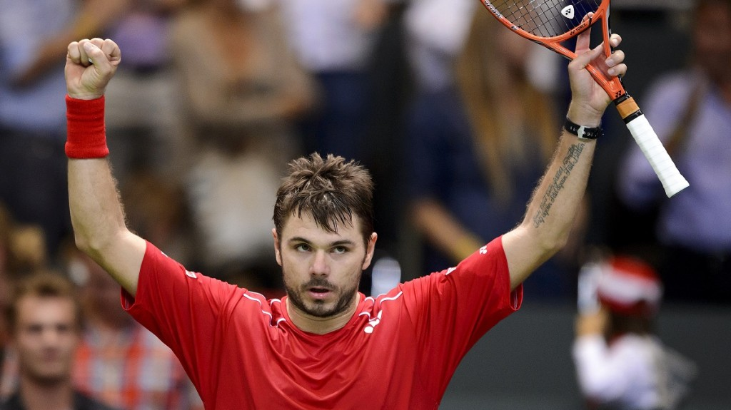 Switzerland's Stanislas Wawrinka celebrates his victory during the Davis Cup World Group playoff tennis tie match between Switzerland and the Netherlands on September 18, 2015 in Geneva.  AFP PHOTO / FABRICE COFFRINI