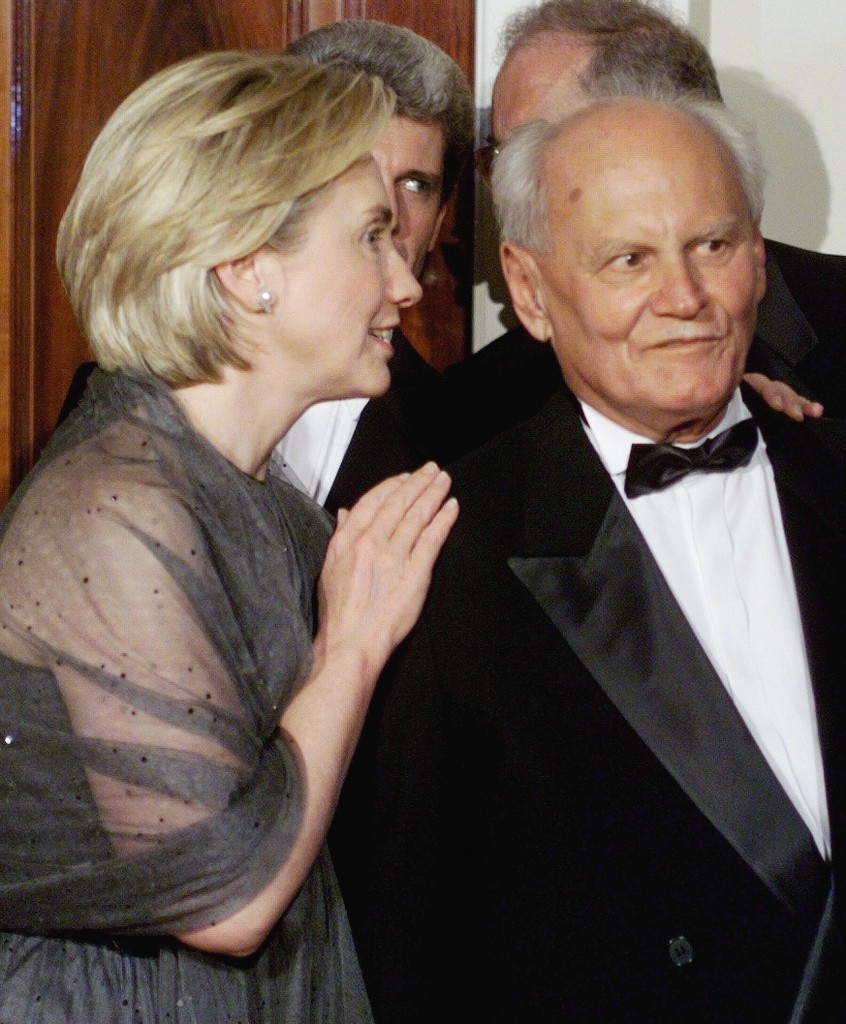 US First Lady Hillary Clinton (L) talks with Hungarian President Arpad Goncz 08 June, 1999, before a state dinner at the White House in Goncz's honor. Goncz was also honored at a White House arrival ceremony earlier.   (ELECTRONIC IMAGE) AFP PHOTO Joyce NALTCHAYAN