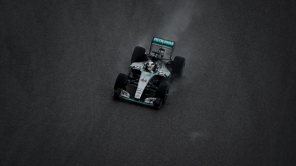 TOPSHOTS Mercedes AMG Petronas driver Lewis Hamilton of Britain races during the first practice session of the United States Formula One Grand Prix at the Circuit of The Americas in Austin, Texas on October 23, 2015.              AFP PHOTO / MARK RALSTON