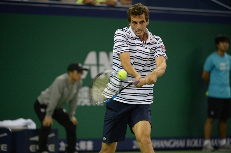 Albert Ramos-Vinolas of Spain returns a shot to Roger Federer of Switzerland in their second round match of the men's singles during the 2015 Shanghai Rolex Masters tennis tournament in Shanghai, China, 13 October 2015.  Roger Federer of Switzerland was defeated by Albert Ramos-Vinolas of Spain 1-2 (6-7/6-2/3-6) in their second round match of the men's singles during the 2015 Shanghai Rolex Masters tennis tournament in Shanghai, China, 13 October 2015.