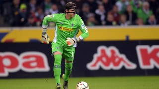Gladbach's Yann Sommer in action during the German Bundesliga soccer match between Borussia Moenchengladbach and FC Schalke 04 at the Borussia-Park in Moenchengladbach, Germany, 25 October 2015.  PHOTO: FEDERICO GAMBARINI/DPA  (EMBARGOCONDITIONS - ATTENTION - Due to the accreditation guidelines, the DFLonly permits the publication and utilisation of up to 15 pictures per match on the internet and in online media during the match)