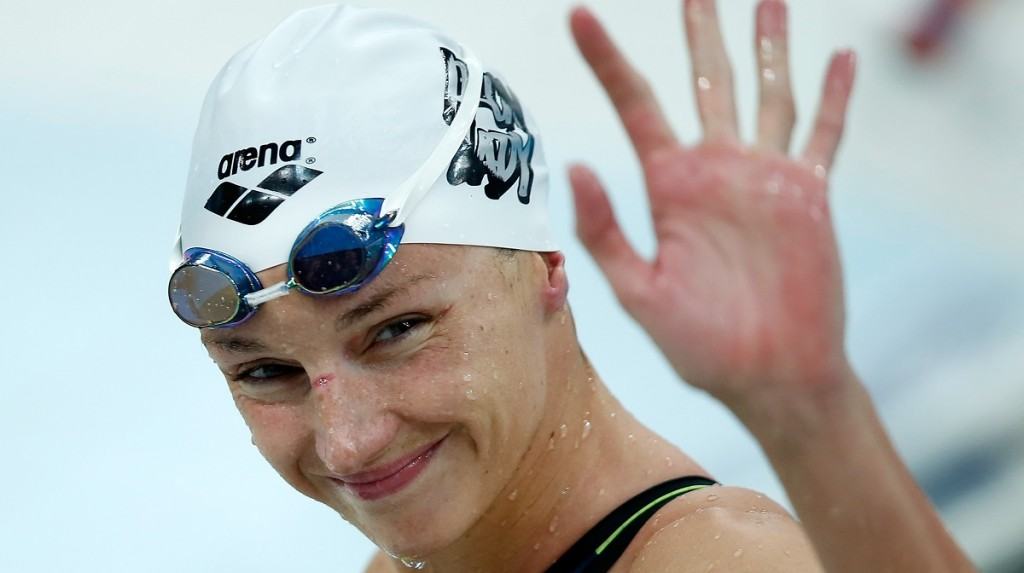 (150930) -- BEIJING, Sept. 30, 2015(Xinhua) -- Katinka Hosszu of Hungary waves after Women's 400m Individual Medley Final of FINA/airweave Swimming World Cup 2015 at Beijing National Aquatics Center as known as Water Cube in Beijing, capital of China on Sept. 30, 2015. Katinka Hosszu claimed the title with 4:39.49.(Xinhua/Wang Lili)