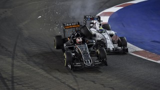 accident crash HULKENBERG nico (ger) force india vjm08 action MASSA felipe (bra) williams f1 mercedes fw37 action during the 2015 Formula One World Championship, Singapore Grand Prix from September 16th to 20th 2015 in Singapour. Photo / DPPI