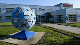 Hatvan, 2015. október 21.A Robert Bosch Elektronika Kft. egyik csarnoka Hatvanban 2015. október 21-én. Mintegy 2,7 milliárd forintos kapacitásbővítő, egyben 50 új munkahelyet is teremtő beruházást adtak át a Bosch hatvani gyárában.MTI Fotó: Komka Péter