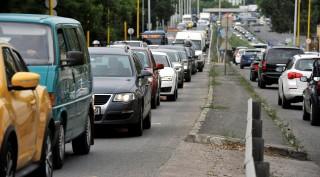 Vízvezeték-építési munkák miatt torlódás a Budaörsi úton