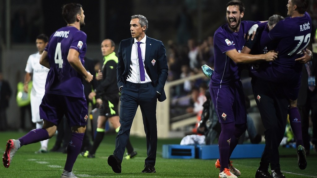 Fiorentina's Portuguese head coach Paulo Sousa (2nd L) looks on as Fiorentina's Slovenian midfielder Josip Ilicic (R) celebrates with teammates after scoring a penalty during the Italian Serie A football match Fiorentina vs Atalanta at the Artemio Franchi Stadium in Florence on October 4, 2015. AFP PHOTO / FILIPPO MONTEFORTE