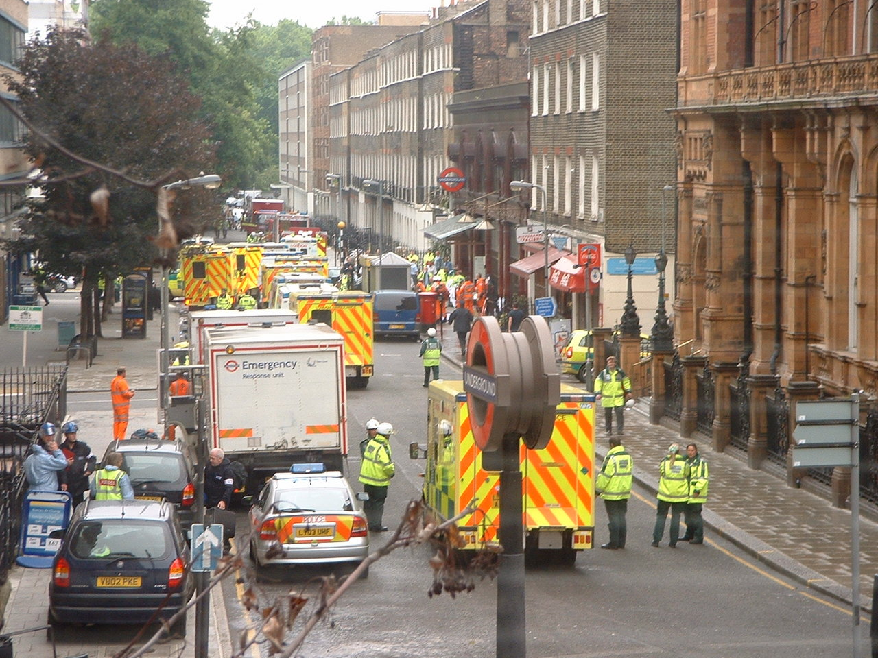1280px-Russell_square_ambulances