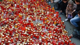 """Candles are layed down in the memory of victims two days after a fire accident at the Colectivu club in Bucharest November 1, 2015. Thousands of people gathered in a silent walk to the place of the club to lay flowers and light candles. Romanian media slammed as """"irresponsible"""" both authorities and the owners of a nightclub where a fire and stampede left 29 dead and nearly 200 injured, as hearings on the tragedy were set to begin. AFP PHOTO / DANIEL MIHAILESCU"""