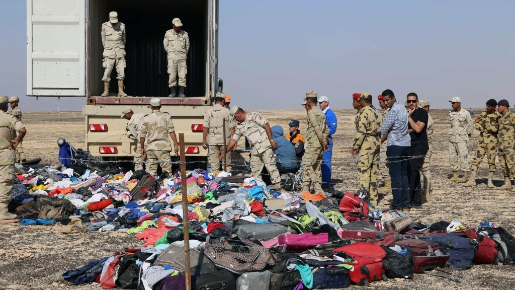 """A handout picture taken on November 2, 2015 and released on November 3, 2015 by Russia's Emergency Ministry shows Russian emergency services personnel and Egyptian servicemen working at the crash site of a A321 Russian airliner in Wadi al-Zolomat, a mountainous area of Egypt's Sinai Peninsula. Russian airline Kogalymavia's flight 9268 crashed en route from Sharm el-Sheikh to Saint Petersburg on October 31, killing all 224 people on board, the vast majority of them Russian tourists. AFP PHOTO / RUSSIA'S EMERGENCY MINISTRY *RESTRICTED TO EDITORIAL USE - MANDATORY CREDIT """"AFP PHOTO / RUSSIA'S EMERGENCY MINISTRY"""" - NO MARKETING NO ADVERTISING CAMPAIGNS - DISTRIBUTED AS A SERVICE TO CLIENTS *"""