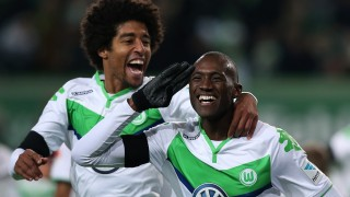 Wolfsburg's French defender Josuha Guilavogui (R) celebrates with Wolfsburg's Brazilian defender Dante after scoring the 4-0 during the German first division Bundesliga football match VfL Wolfsburg vs Werder Bremen in Wolfsburg, northern Germany, on November 21, 2015.  AFP PHOTO / RONNY HARTMANN  RESTRICTIONS: DURING MATCH TIME: DFL RULES TO LIMIT THE ONLINE USAGE TO 15 PICTURES PER MATCH AND FORBID IMAGE SEQUENCES TO SIMULATE VIDEO.  ==RESTRICTED TO EDITORIAL USE == FOR FURTHER QUERIES PLEASE CONTACT THE DFL DIRECTLY AT + 49 69 650050. / AFP / RONNY HARTMANN