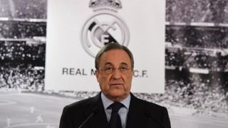 Florentino Perez, president of Real Madrid Spanish football team gives a press conference following the Board meeting at the Santiago Bernabeu stadium in Madrid on November 23, 2015. AFP PHOTO / JAVIER SORIANO / AFP / JAVIER SORIANO
