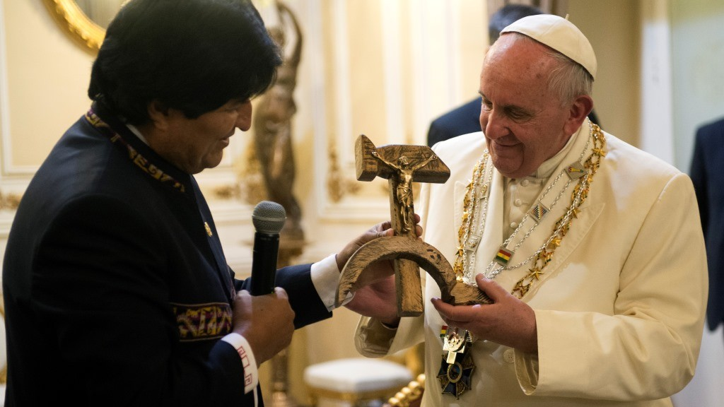 "This handout picture released by the Vatican press office on July 8, 2015 shows Bolivian President Evo Morales exchanging gifts with Pope Francis in La Paz during his pastoral trip in South America.  AFP PHOTO/ OSSERVATORE ROMANO/HO   RESTRICTED TO EDITORIAL USE - MANDATORY CREDIT ""AFP PHOTO / OSSERVATORE ROMANO"" - NO MARKETING NO ADVERTISING CAMPAIGNS - DISTRIBUTED AS A SERVICE TO CLIENTS / AFP / OSSERVATORE ROMANO / OSSERVATORE ROMANO"