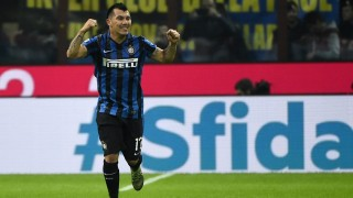 Inter Milan's Chilean midfielder Gary Medel celebrates after scoring during the Italian Serie A football match Inter Milan versus AS Roma on October 31, 2015 at the San Siro Stadium in Milan. AFP PHOTO / OLIVIER MORIN