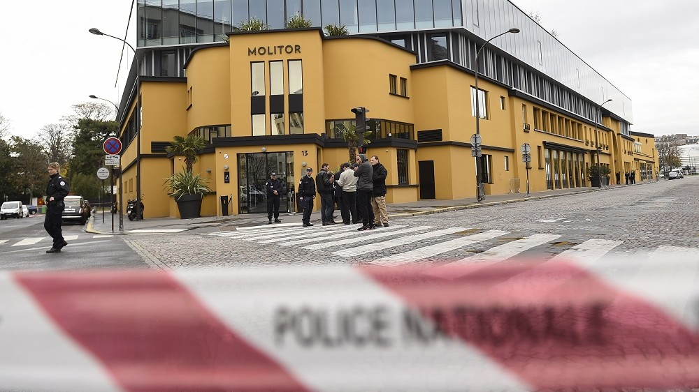 Police officers stand guard behind a cordon erected outside the hotel where the German National football team are staying in Paris on November 13, 2015, after a bomb alert was raised.  The hotel Molitor, where the German national team is staying, was evacuated due to a bomb scare, and the team was moved to another hotel, a police source said. AFP PHOTO / LIONEL BONAVENTURE